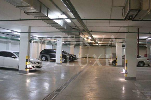 Подземная парковка в центре Москву, стоимость машиноместа в клубном доме на Арбате