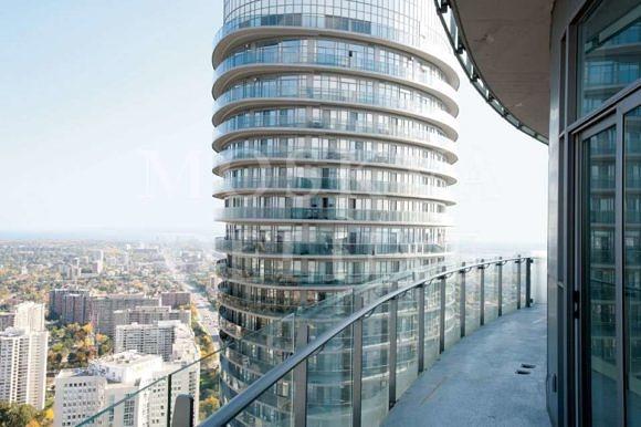 """Непрерывные балконы в канадских небоскребах, """"Башни Мэрилин Монро"""""""