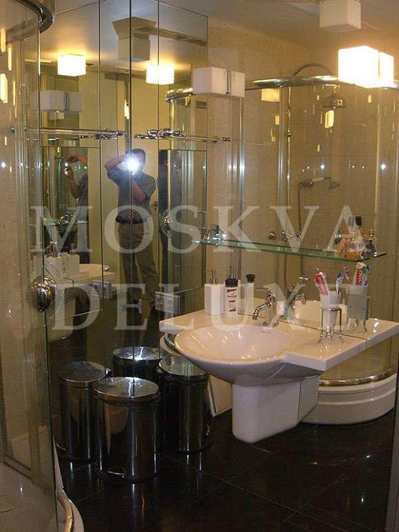 Фотографии квартиры для продажи/сдачи в аренду: неправильные фотографии - изображение самого фотографа в отражении зеркал