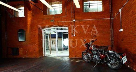 Лофт с подъемным механизмом для мотоцикла